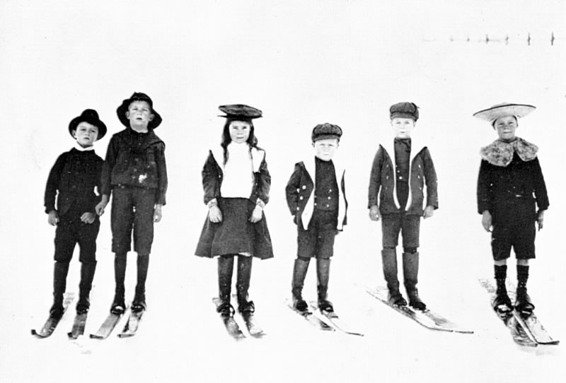 AAC 3-09 Young Skiers 1895